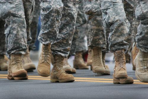 חיילים בכלא צבאי